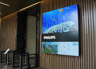 222 Jacobs St - video wall + directory + transportation info center